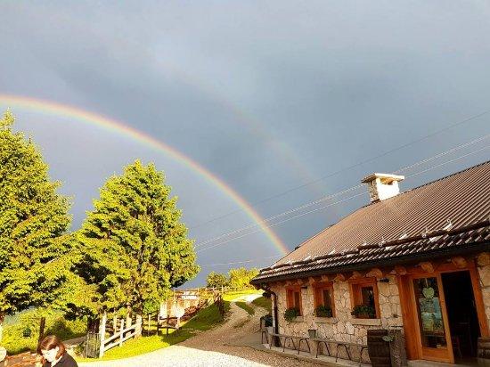 Agriturismo Malga Roccolo: arcobaleno a Malga Roccolo