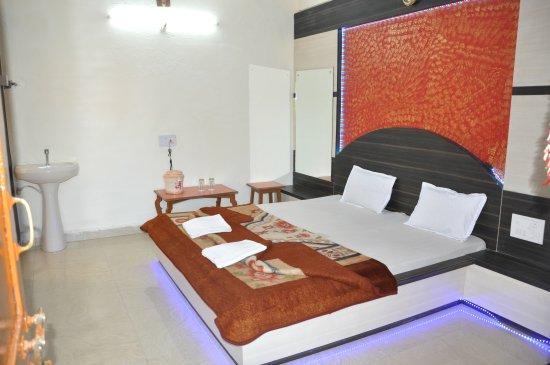 Hotel Satpura Safari