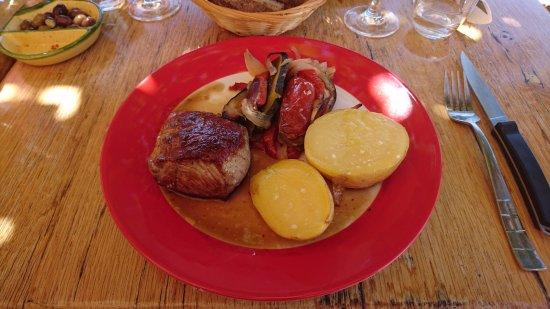 Roquebrun, Francia: La Cave Saint Martin - Quasi de veau, légumes & pomme de terre