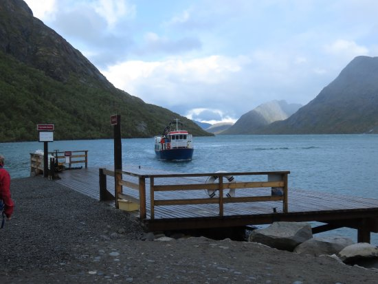 Lom, Norveç: The boat dock, for trips up and down the lake