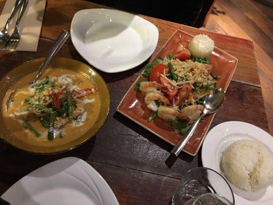 North Sydney, Australia: Beef curry and shrimp mango salad