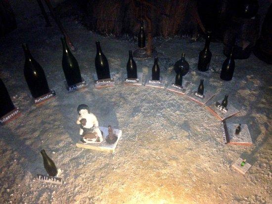 Turquant, Frankrike: toutes les bouteilles de vin commerciables