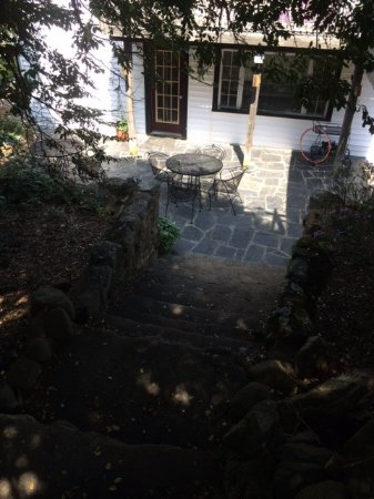 Reba Farm Inn: Outside Dining or Porch Area with Vintage Rock Steps