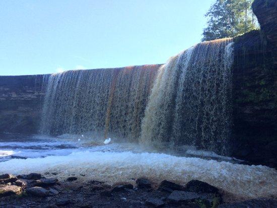 Harju County, Estonia: водопад снизу