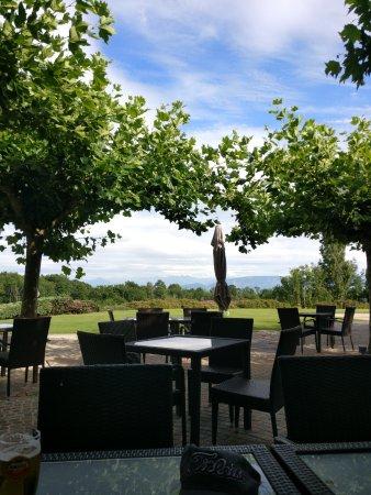 Echenevex, Γαλλία: Depuis la terasse du golf de Maison Blanche