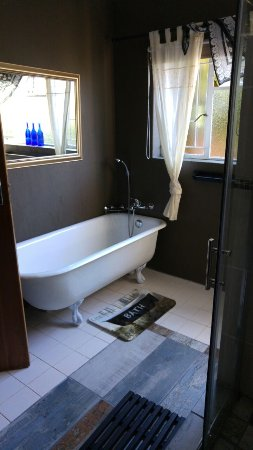 Ensuite Bathroom Facilities ensuite bathroom facilities - picture of yenfie bed & breakfast