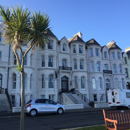 Aaron House - stunning victorian beach villa