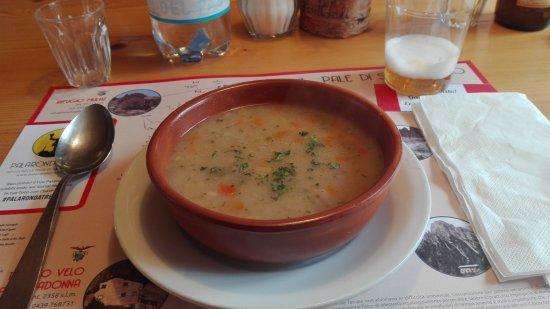 Imer, Italien: zuppa d'orzo al Pradidali