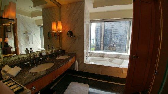 The Ritz-Carlton Jakarta, Mega Kuningan: 20160911_152733_HDR_large.jpg