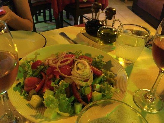 Caffe' e Cucina : Nice gorgonzola salami pizza :)