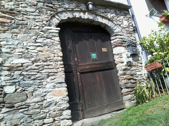 Villar Pellice, Italia: Eingang zum Anwesen