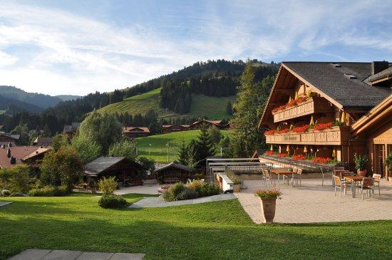 Romantik Hotel Hornberg: Blick aus dem Garten...