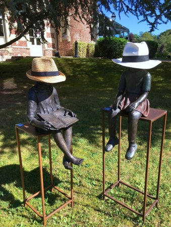 Tilques, France : The grounds were full of statues