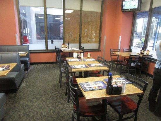 d'egg diner: d'egg - front dining room