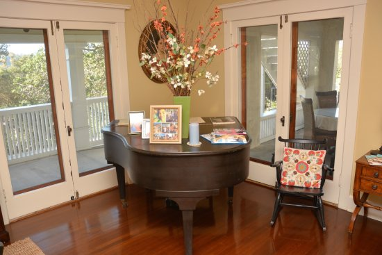 South Pasadena, Kaliforniya: Piano in Living Room