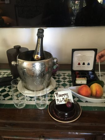 Four Seasons Resort The Biltmore Santa Barbara: HOTEL BIRTHDAY CAKE!