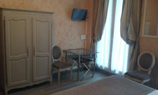 Hotel d'Argenson: A mesa onde tomávamos o café da manhã
