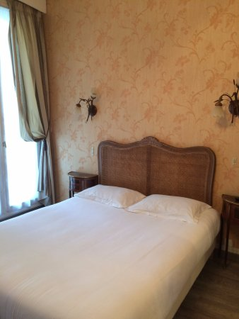 Hotel d'Argenson: Nosso quarto no dia a dia: não quis almofadas