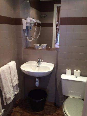 Hotel d'Argenson: Banheiro lavado diariamete