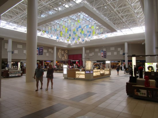 Lynnhaven Mall was the mall for me until I became addicted to White House Black Market so now I have Lynnhaven Mall was the mall for me until I became addicted to White House Black Market so now I have to drive all the way to MacArthur in Norfolk although I live in Virginia Beach. Lynnhaven has some pretty good stores/5().