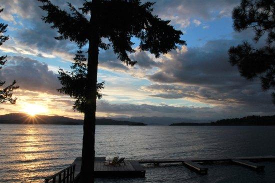 โฮป, ไอดาโฮ: Sunset on the Resort's dock