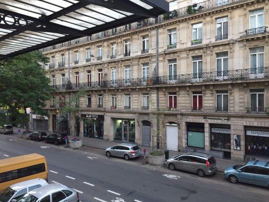 Marivaux Hotel: 窗外可以直接看到街道