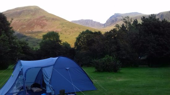Eskdale, UK: Our tent on the camp sit with Scafell pike and Scafell in the distance.
