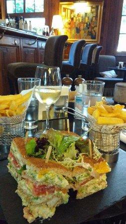 Un en cas au bar, club sandwich au homard
