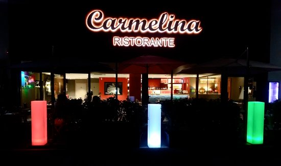 Moirans, Frankrike: Carmelina By Night
