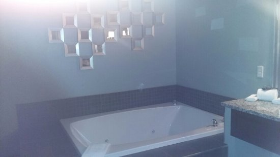 Belamere Suites: Grand Royal Suite Jacuzzi