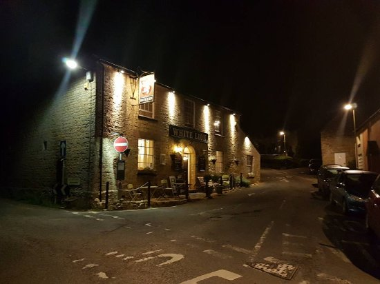 Broadwindsor, UK: The charming local pub