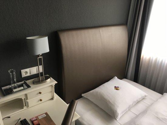 Peine, Jerman: Sehr sauber, sehr modern, etwas klein aber gemütlich. Preis Leistung hier definitiv Schulnoten 1