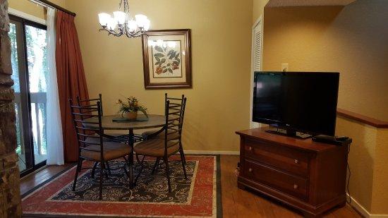 Cashiers, Carolina do Norte: TV area near dining