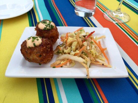 Smithfields Restaurant and Bar: crab cakes