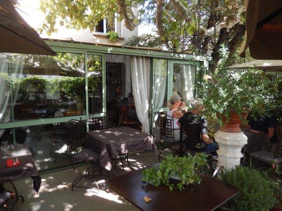 Salle à manger prolongée par une terrasse ombragée - Bild ...