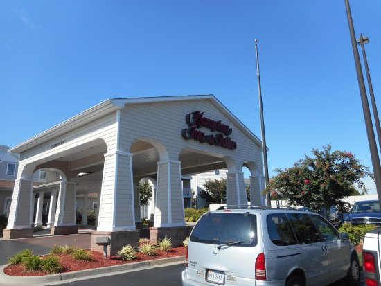 Hampton Inn and Suites Chincoteague-Waterfront: front entry