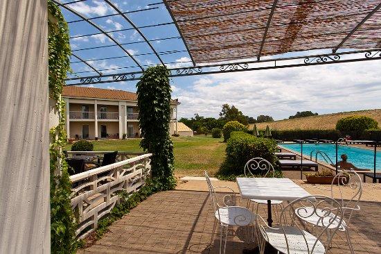 Fourques, France: Extérieur