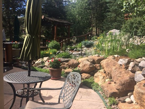 Sonnenhof Bed and Breakfast: Back patio off the Golden Aspen suite