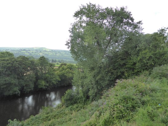 Llanwenarth, UK: River views!
