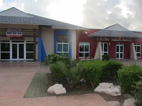 New resort (Dec. 2014) Fresh Rooms - Great Pools - Good SPA & GYM - Beach ?