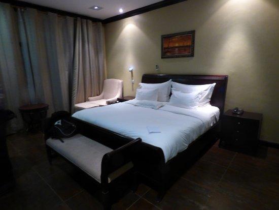 mafumu hotel nice king size bed