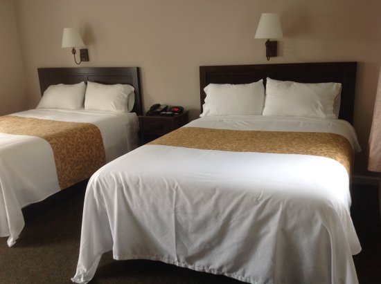 Blowing Rock Inn and Villas: Room with Two Queen Size Beds