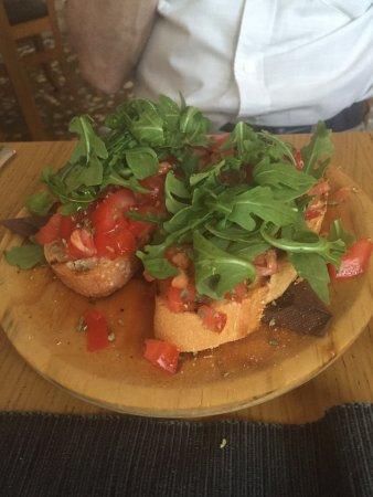 Gran Alacant, España: Sep 16. Starters: Prawns and Bruschietta - delicious!