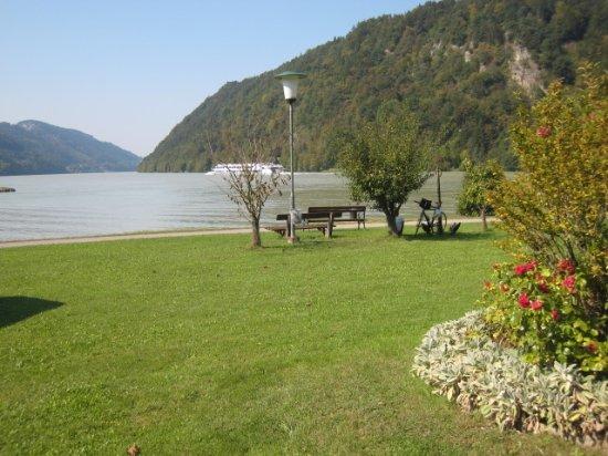 Schlogen, Østerrike: Hotelwiese an der Donau