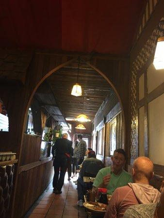 Moulin Rouge Restaurant: Inside