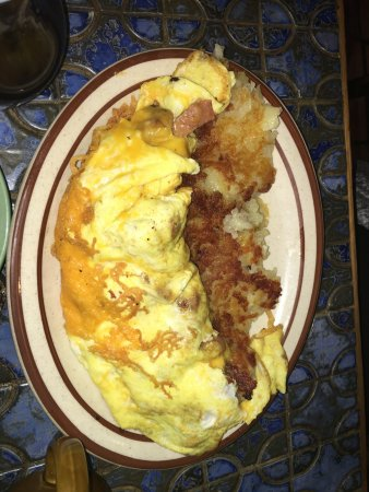 Moulin Rouge Restaurant: Omlette and Hashbrowns