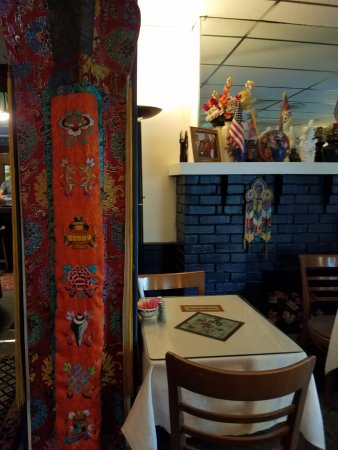 Anyetsang's Little Tibet: Dining area decor