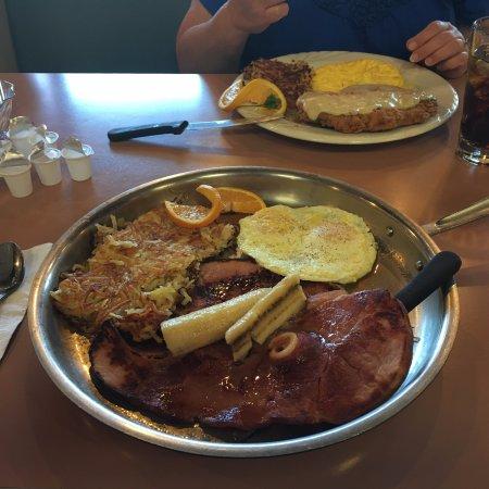 Juevos Rancheros - Picture of Pegs Glorified Ham n Eggs, Reno ...