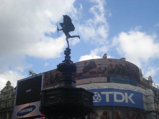 Shaftesbury Avenue: Saliendo de Piccadilly Circus