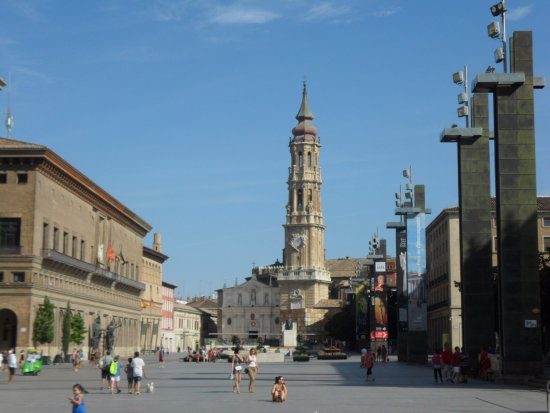 Camping Ciudad de Zaragoza: Zaragoza main square and cathedral